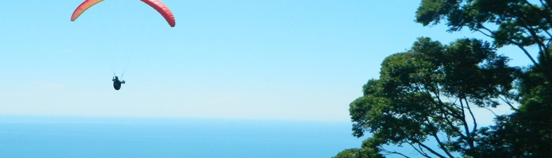 Gleitschirmfliegen am Pazifik