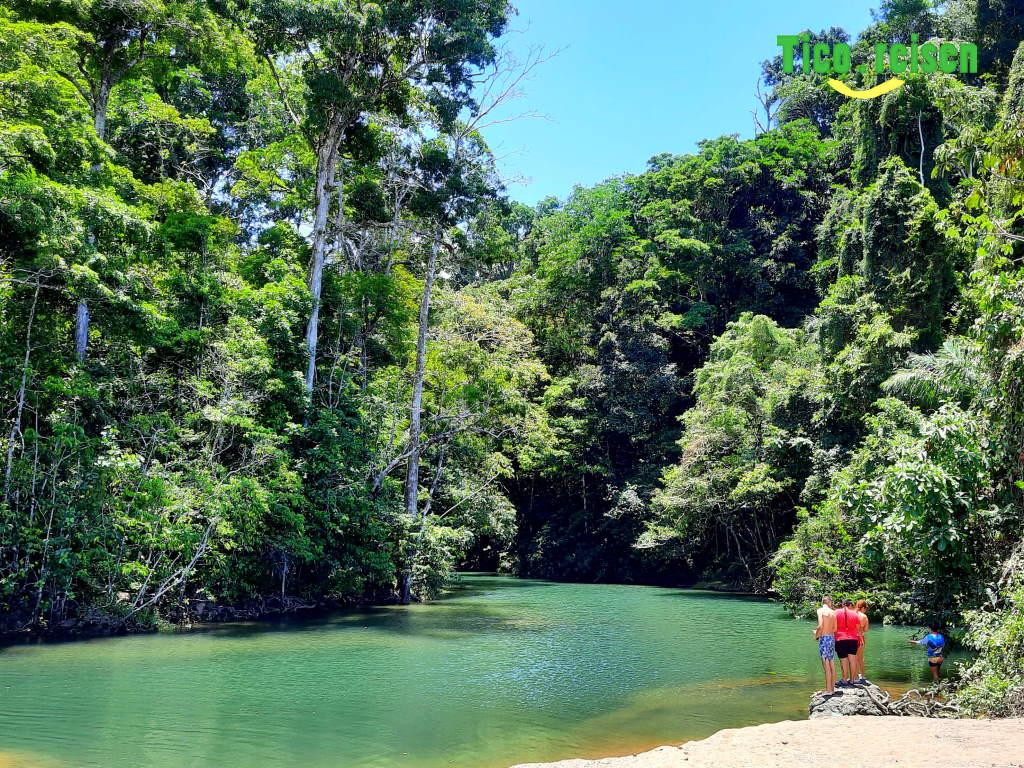 Mündung des Rio Claro bei Corcovado