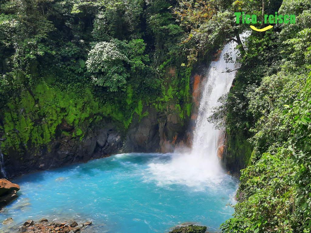 Wasserfall des blauen Flusses