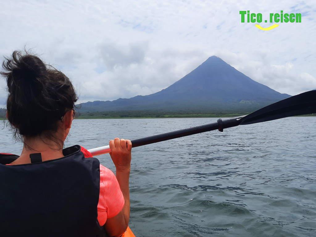 Kayak vor Vulkan Arenal
