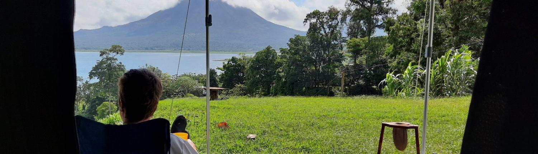 Camping mit Blick auf Vulkan